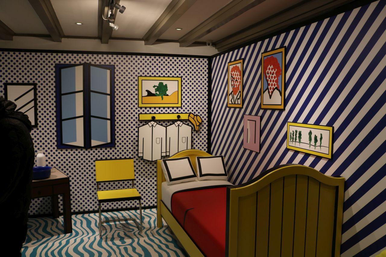 Erstaunt Und Begeistert Zugleich Hat Mich Die Tatsache, Dass Der  Museumplein Und So Auch Das Moco, Vollkommen überrannt Waren. Kunst Scheint  In Amsterdam ...